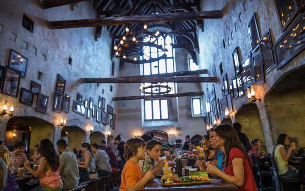 leaky-cauldron-dining-harry-potter-universal