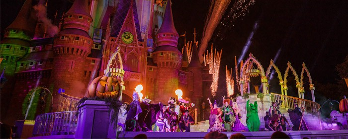mickeys-not-so-scary-halloween-party-castle-show