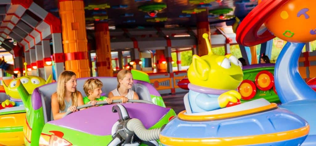 toy_story_land_swirling_saucers