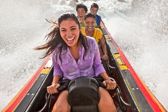 dudley-do-rights-ripsaw-falls-water-ride-people-c-00