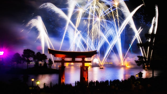 epcot-IllumiNations-Reflections-of-Earth