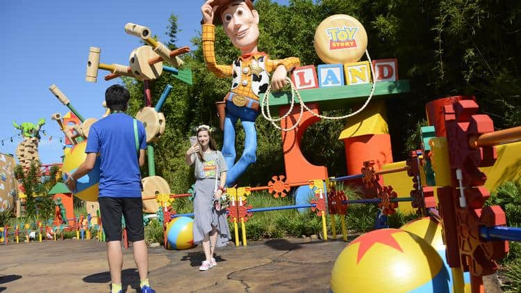 toy story land disney world andy's backyard