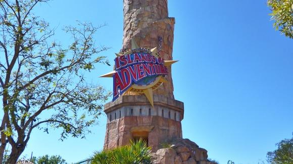 universals-islands-of-adventure-entrance