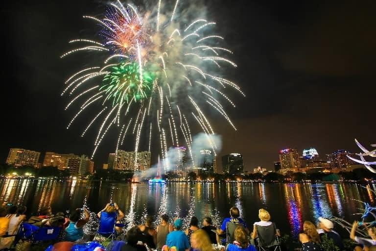 fireworks-lake-eola-park